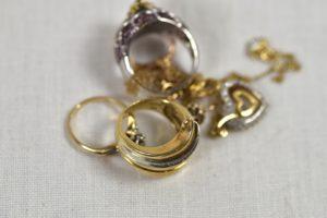 K18、Pt850の指輪とネックレスを狭山市のお客様からお買取させていただきました!価格相場はどのくらい?