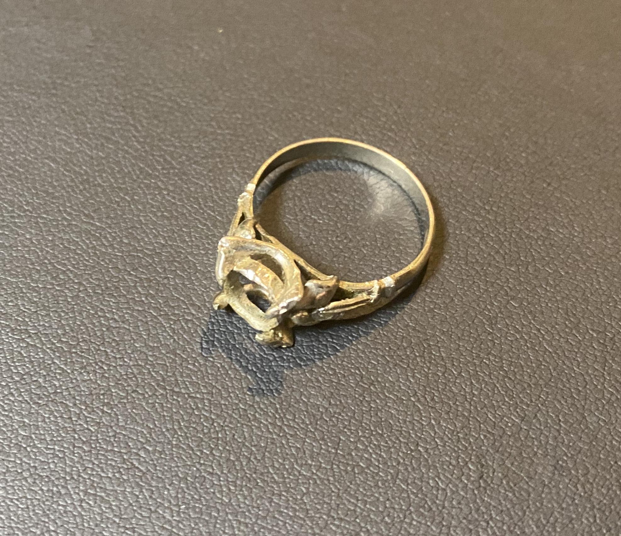 ホワイトゴールド(K14WG,14金)の指輪をお買取!価格の相場は?