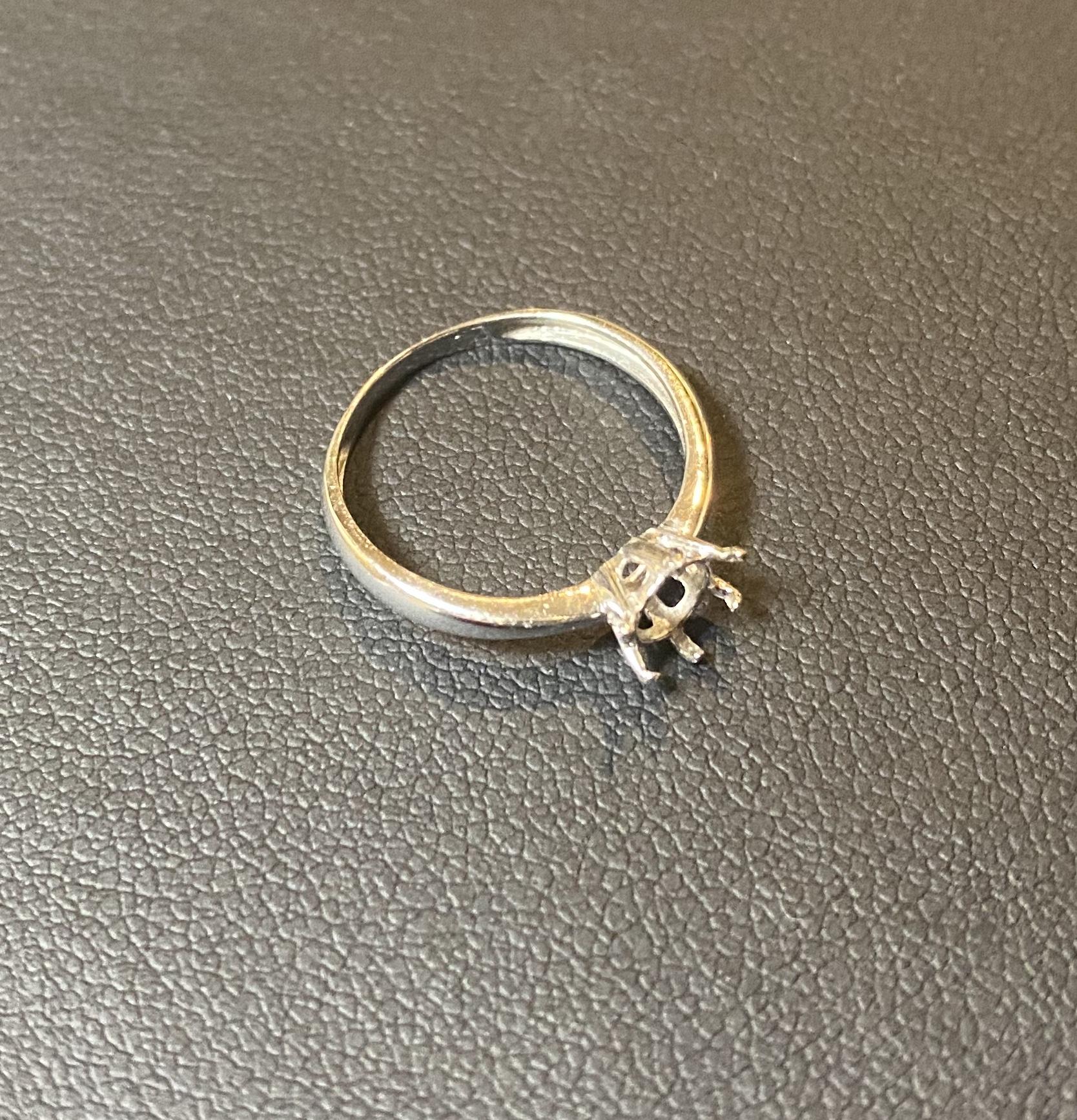 プラチナ(Pt900)壊れた指輪をお買取!価格の相場は?