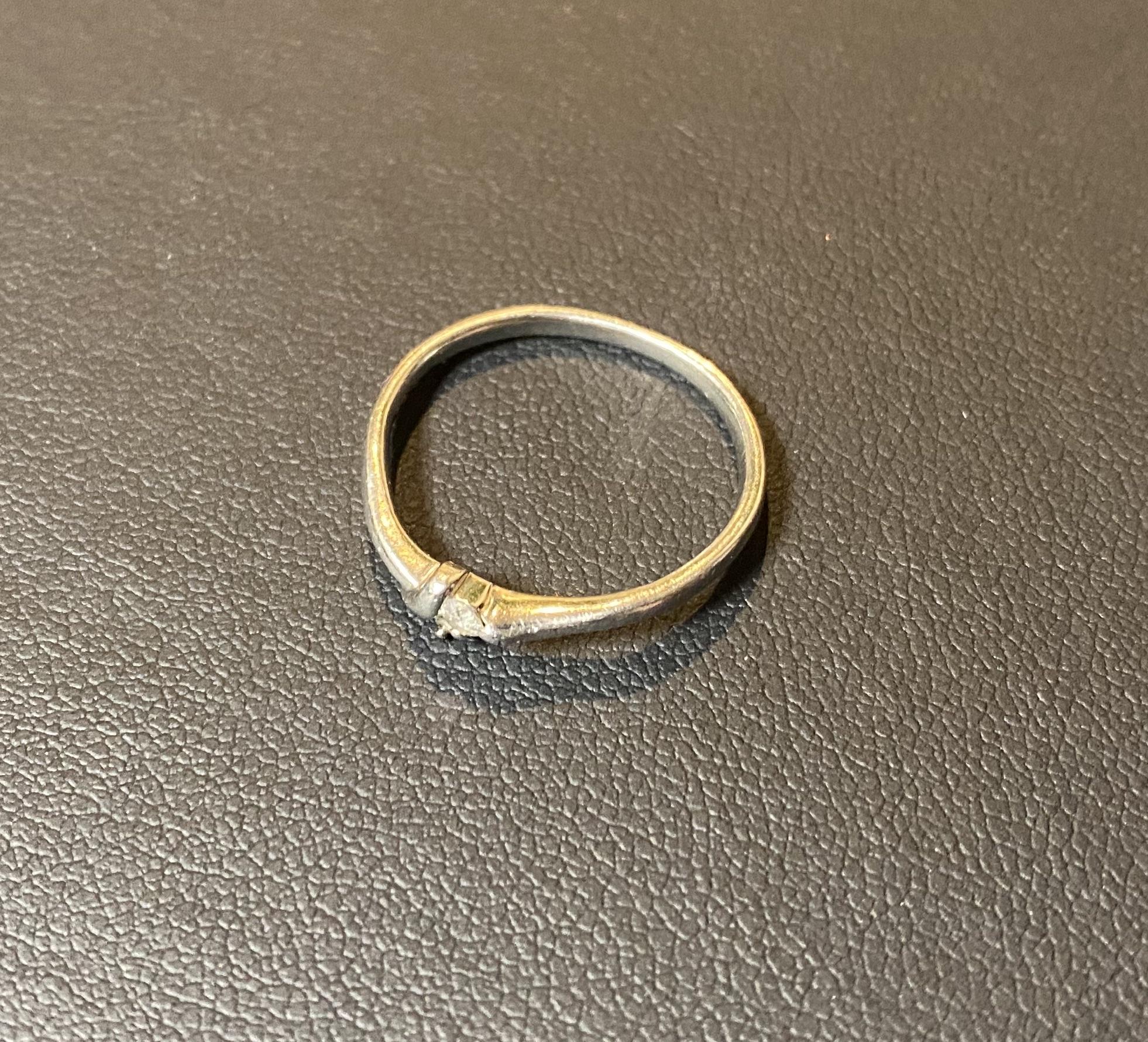 プラチナ(Pt850)小さいダイヤモンド付きの指輪,リングをお買取!価格の相場は?