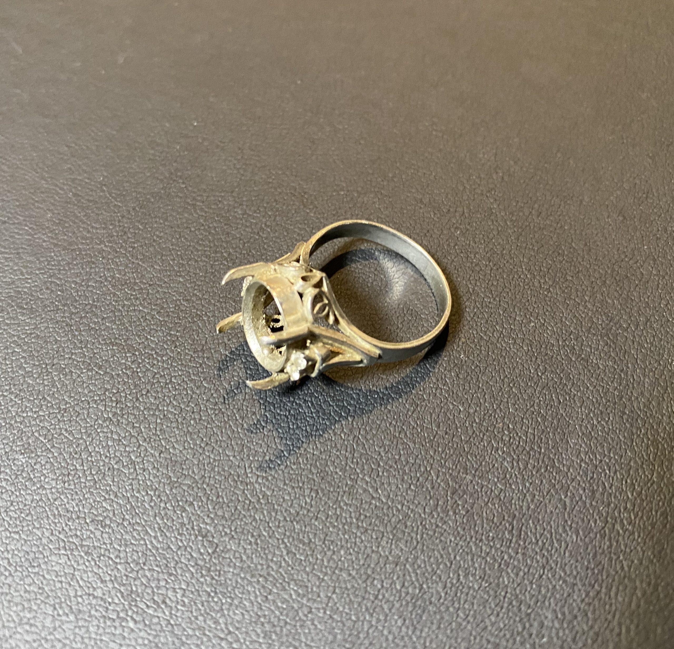 ホワイトゴールド(K18WG,18金)壊れた指輪,リングをお買取!価格の相場は?