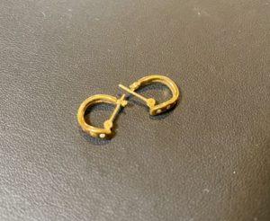 金(750刻印,K18)ダイヤモンドのピアスをお買取させていただきました。