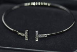 ティファニー Tワイヤー ブレスレット WG ダイヤをお買取させていただきました。